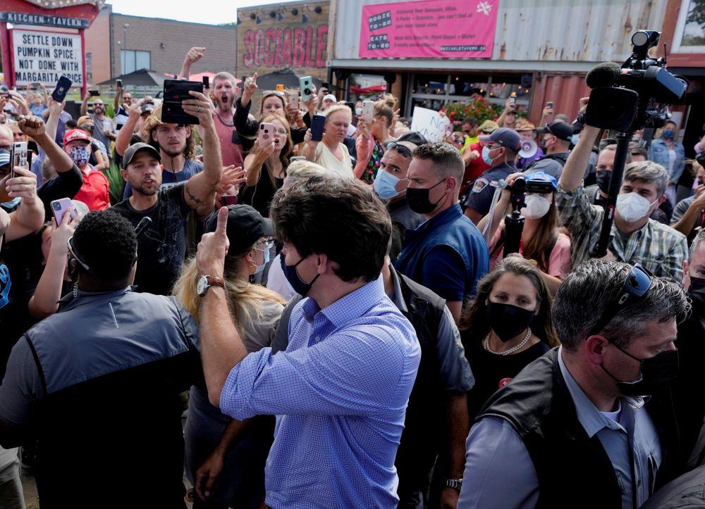 Джастин Трюдо во время предвыборной кампании в Брантфорде
