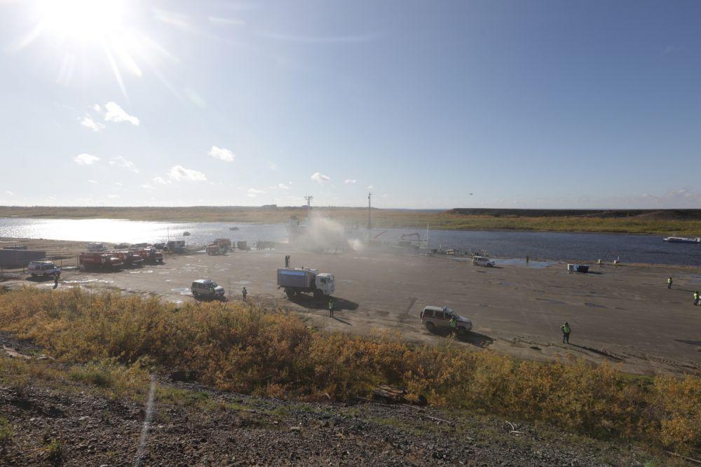 Отработка ликвидации пожара на ледоколе в рамках учений по защите от ЧС в арктической зоне (Красноярский край)