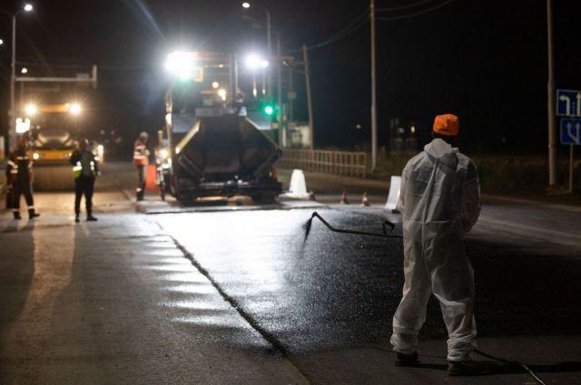 Работы ведутся в ночное время, днем проезд по данному участку обеспечен.