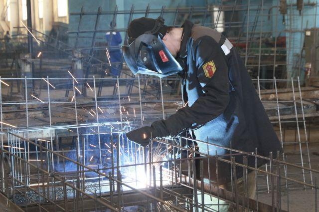 Сварщик - одна из самых востребованных профессий на производстве ЖБИ