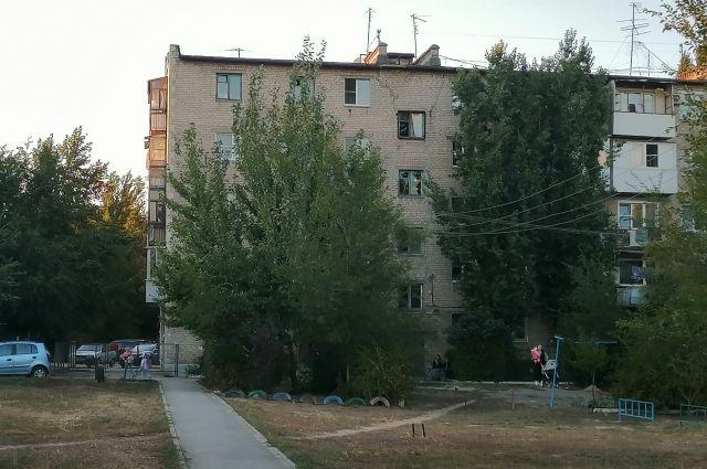 Трещина разделяет здание дома на Саушинской пополам.