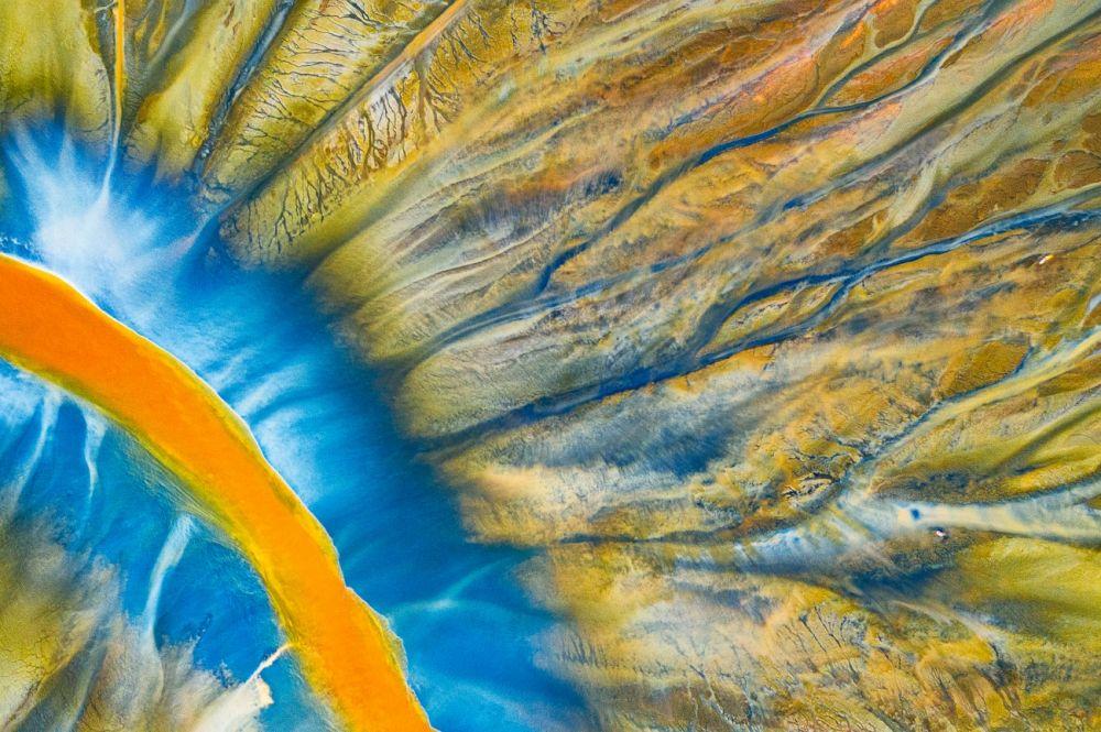 В категории «Абстракция» победил Георге (Gheorghe Popa) с фотографией «Отравленная река»