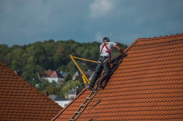 Обращение жителей поселка Озерный о ремонте крыши муниципального дома оставлено без внимания.
