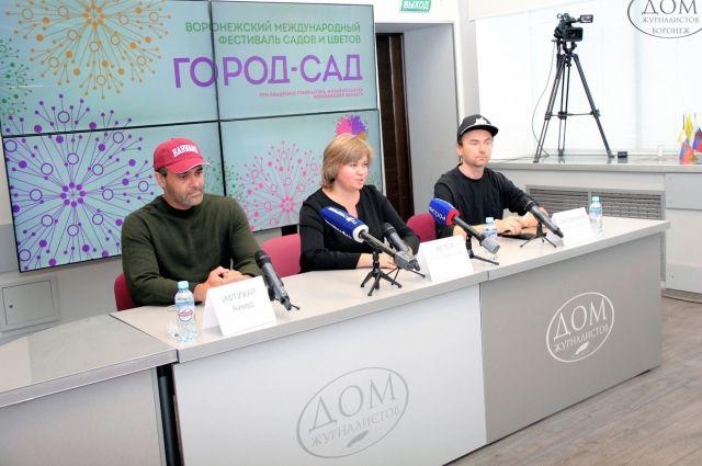 Слева направо: Ифтихар Ахмед, Наталья Ветер и Денис Сысоенков.