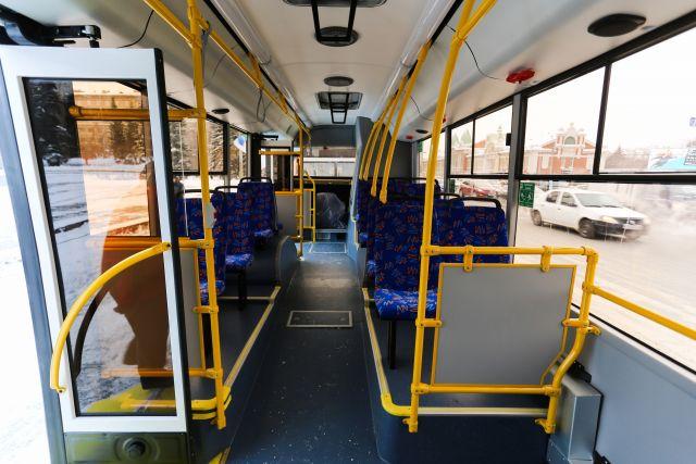 На автобусах НефАЗ запустили бескондукторную систему оплаты проезда.