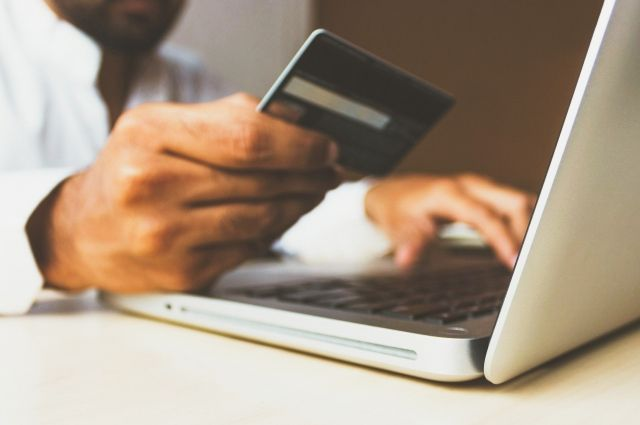 Открыть карту можно онлайн за 2 минуты. Кроме того, клиенту не нужно ничего платить за обслуживание и смс-уведомления.