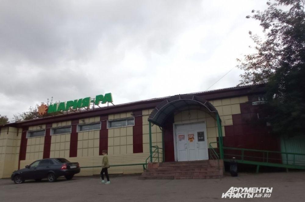 Магазин на окраине, где видели девочек в последний раз.