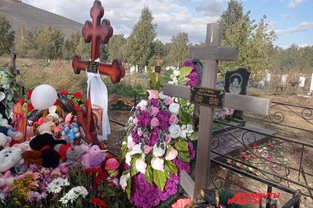 Ульяна похоронена с дедушкой.
