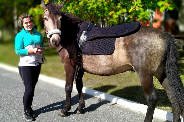 Инструктор СОБ «Здоровье» Елена Измерова с лошадью