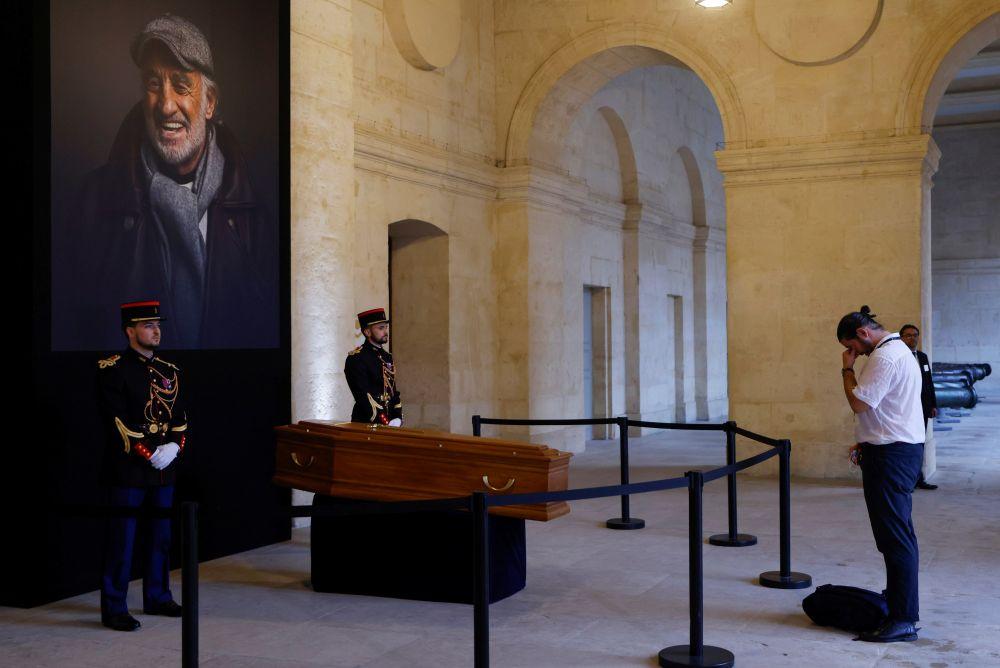 Во время церемонии прощания с Жан-Полем Бельмондо в Доме инвалидов