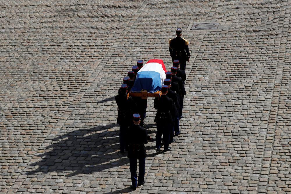 Церемония прощания с актёром Жан-Полем Бельмондо в Париже