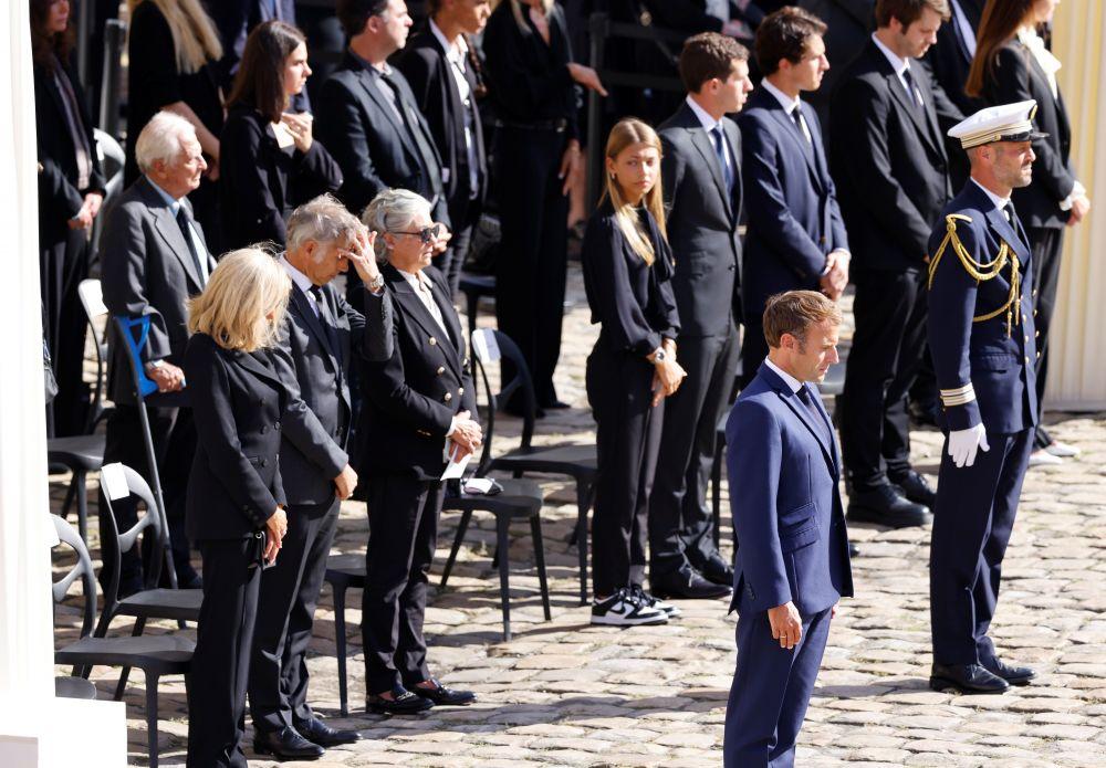 Президент Франции Эммануэль Макрон на общенациональной церемонии прощания с легендарным французским актёром Жан-Полем Бельмондо во Дворце инвалидов
