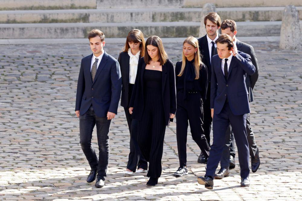 Дочь Жан-Поля Бельмондо Стелла (в центре) и внуки Жан-Поля Бельмондо