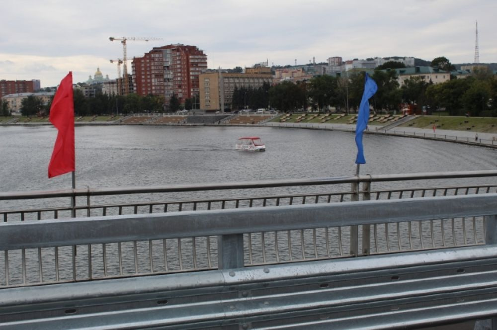 Так выглядит Сура с Бакунинского моста.