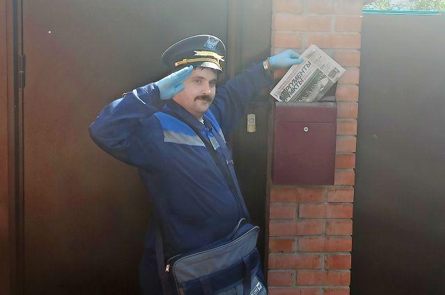 Так Василий Поляков приветствует прохожих.