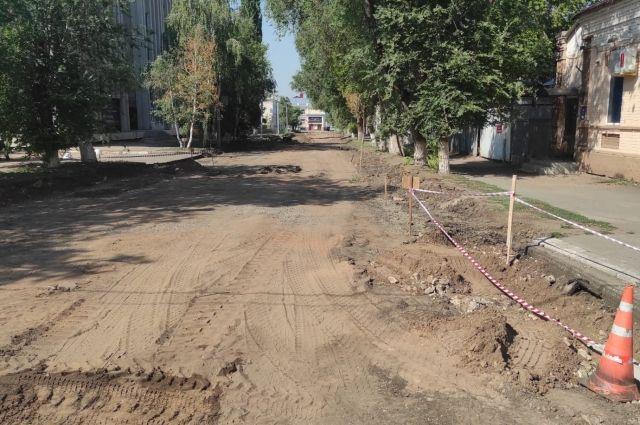 В Оренбурге при незаконченных старых дорогах уже запланировали ремонт 42 новых.