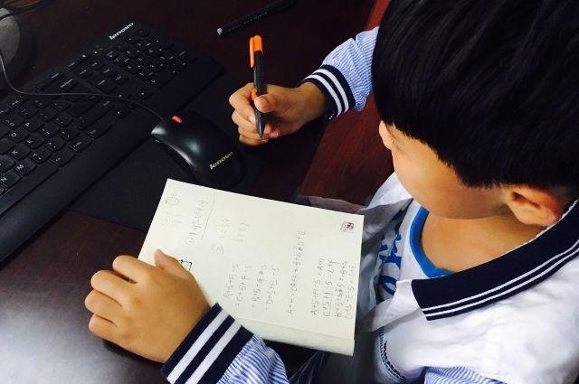 Школьники из 12 классов города Орска переведены на дистанционное обучение в связи с карантином.