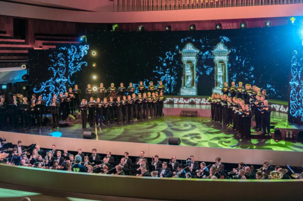 Участники концерта, посвящённого Дню города Москвы, в концертном зале парка «Зарядье».