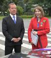 Заместитель председателя Совета безопасности РФ Дмитрий Медведев и двукратная чемпионка XXXII летних Олимпийских игр в Токио по пулевой стрельбе Виталина Бацарашкина.