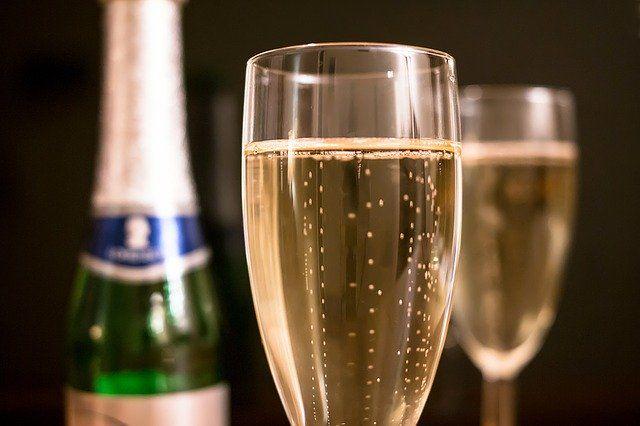 Поставки французского шампанского в Россию возобновят с 15 сентября