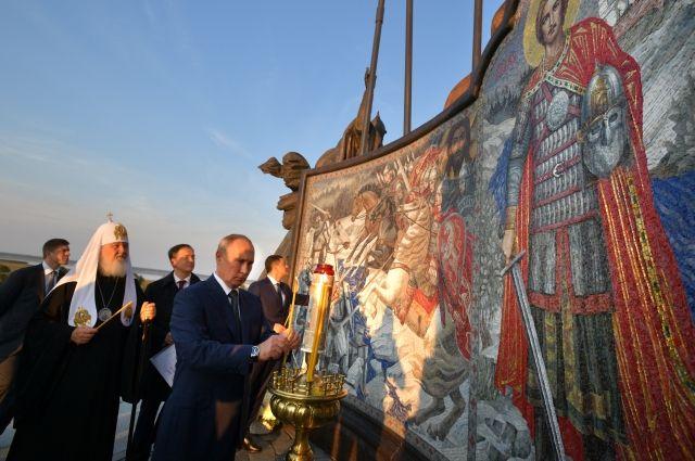 Путин открыл мемориал Александру Невскому на Чудском озере