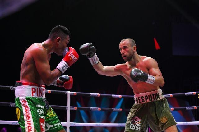 В титульном бою Беспутин победил мексиканца Маурисио Пинтора.