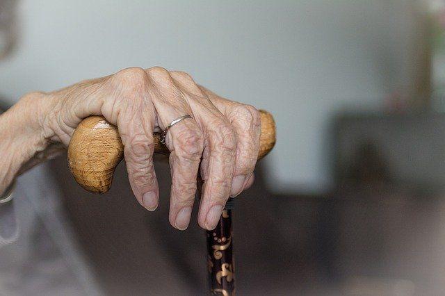 В Орске полицейские отыскали бабушку с деменцией, которая ушла за хлебом и потерлась.