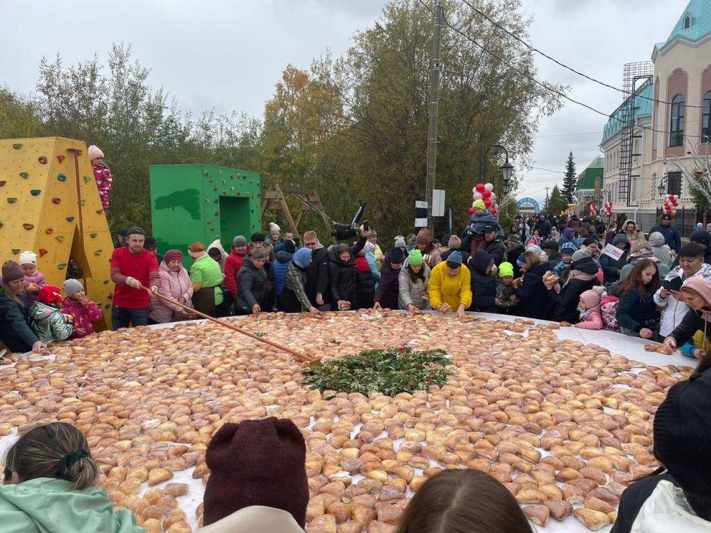 Салехард, День города – 2021. На пешеходной части улицы Ленина.