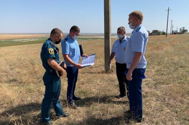 Апанасенковская прокуратура наказала фермера, который незаконно использовал прибрежную полосу в природном заказнике Маныч-Гудило