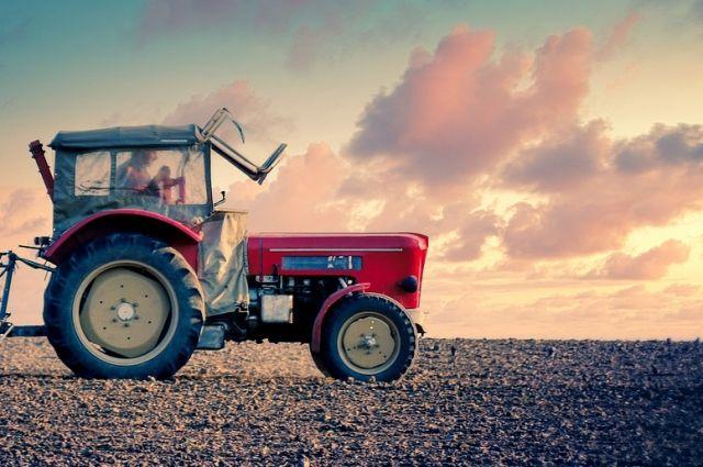 35-летнего рабочего в Удмуртии раздавило трактором