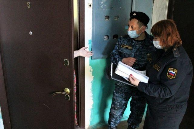 Жители Акбулакского района добились принудительной госпитализации соседки в психдиспансер.