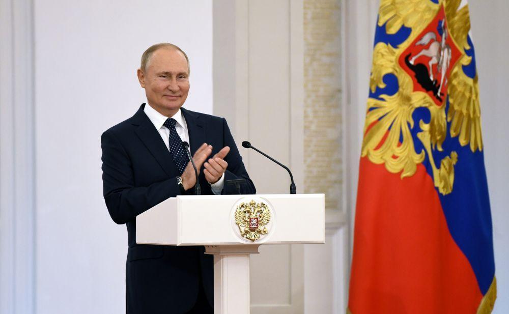 Президент РФ Владимир Путин на встрече с победителями и призёрами XVI Паралимпийских летних игр 2020 года в Токио