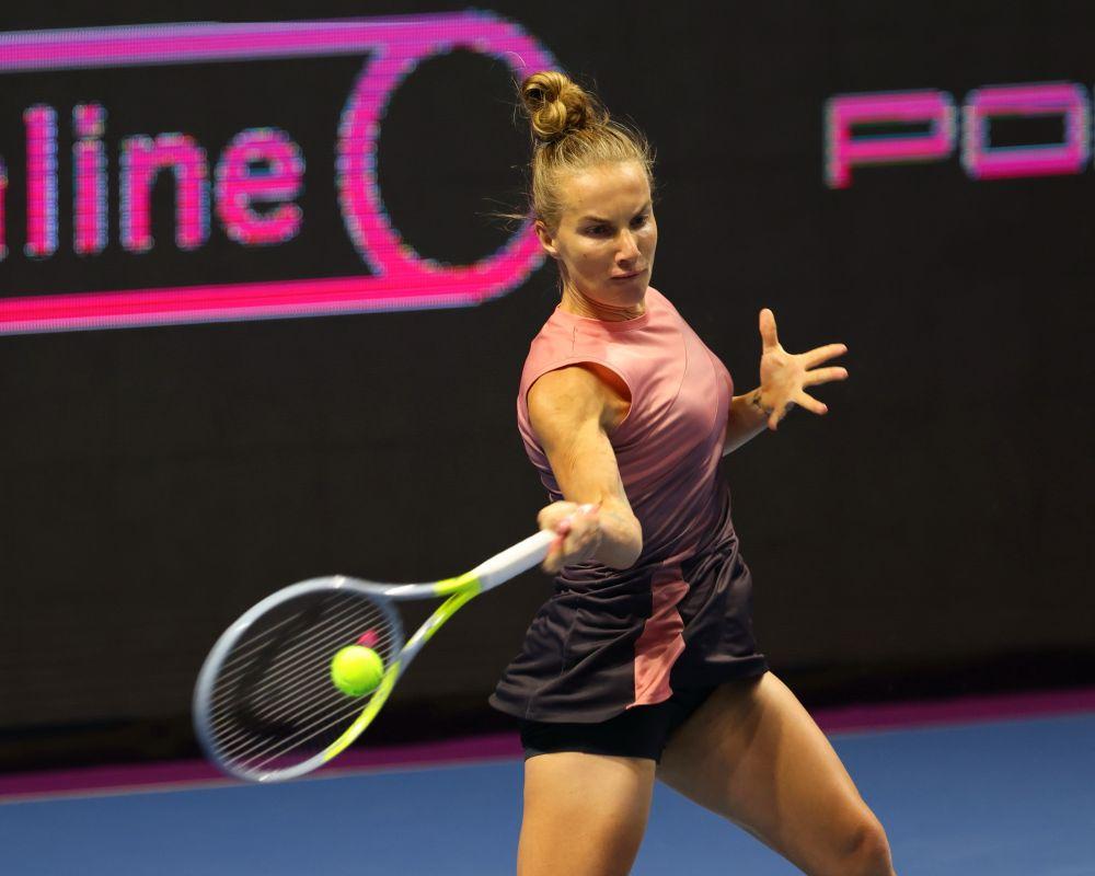 Российская теннисистка Светлана Кузнецова (2021 год). 11 сентября 2004 года в Нью-Йорке Светлана Кузнецова стала победительницей на турнире Открытого чемпионата США. 6 июня 2009 года в Париже Светлана Кузнецова стала победительницей «Ролан Гаррос-2009»