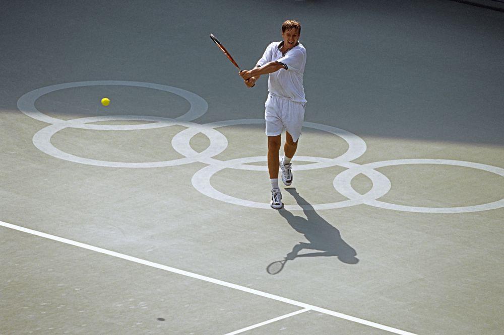 Российский теннисист Евгений Кафельников (2000 год). Чемпион «Ролан Гаррос» в одиночном разряде (1996), чемпион Australian Open в одиночном разряде (1999)