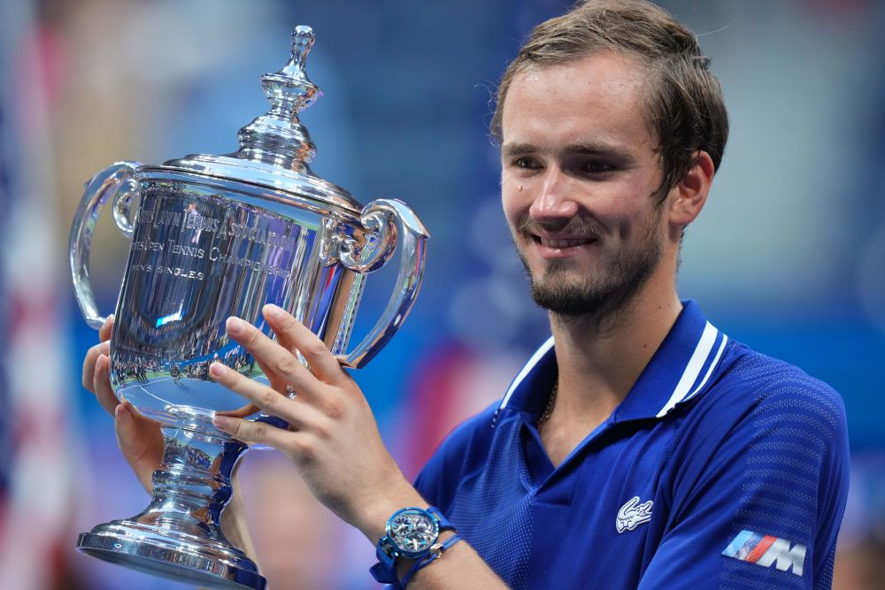 Российский теннисист Даниил Медведев стал победителем US Open. На финальной игре US Open в ночь на 13 сентября соперником 25-летнего российского теннисиста стал серб Новак Джокович. Их встреча завершилась со счетом 6:4, 6:4, 6:4