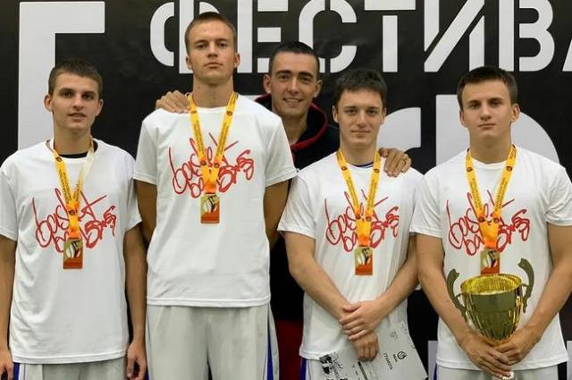 В финале сахалинцы нанесли поражение команде из Хабаровского края со счетом 12:10 и стали победителями Фестиваля ДФО.