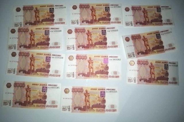 В Оренбурге задержали мужчин? пытавшихся реализовать 11 фальшивых пятитысячных купюр.