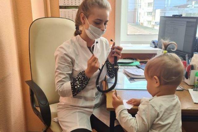 В детскую поликлинику Южно-Сахалинска с начала года трудоустроились 15 медиков – 13 педиатров и 2 узких специалиста.