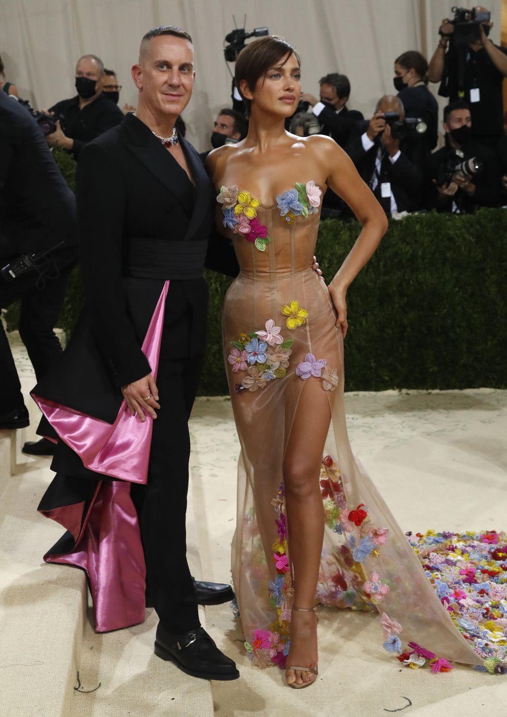Американский модельер Джереми Скотт и российская модель Ирина Шейк