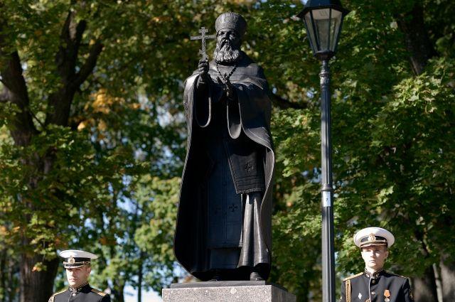 Александр Желобовский лично способствовал строительству более ста православных храмов, в том числе Морского Никольского собора.