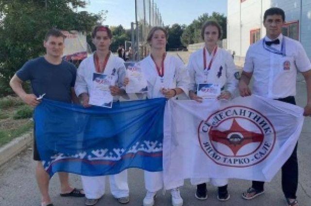 Пуровские каратисты привезли три бронзы со всероссийских соревнований