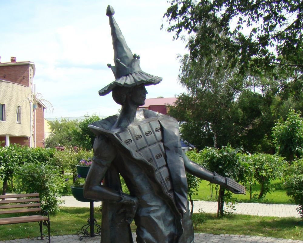 Памятник шоколаду в городе Покров Владимирской области. Памятник открыт 1 июля 2009 года и находится в нескольких шагах от покровского музея шоколада