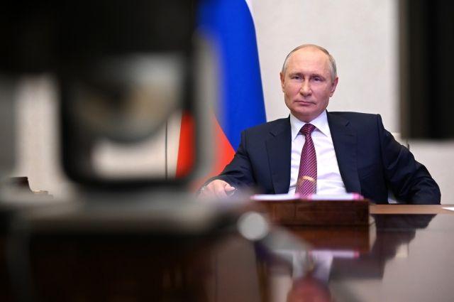 Путин заявил, что доходы военных должны постоянно повышаться