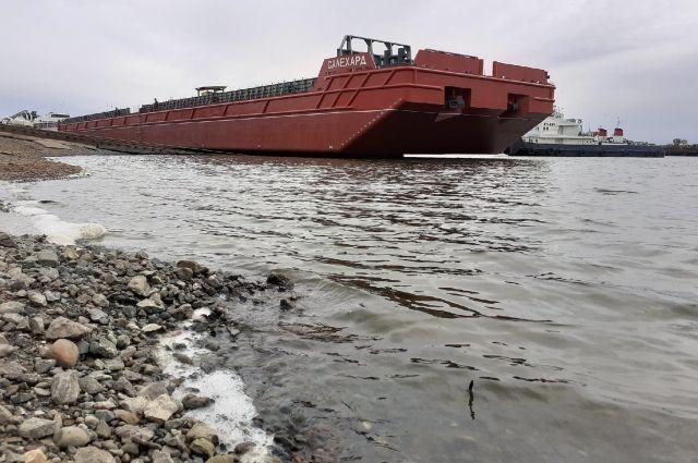 Морской гигант. В Тобольске спустили на воду баржу «Салехард»