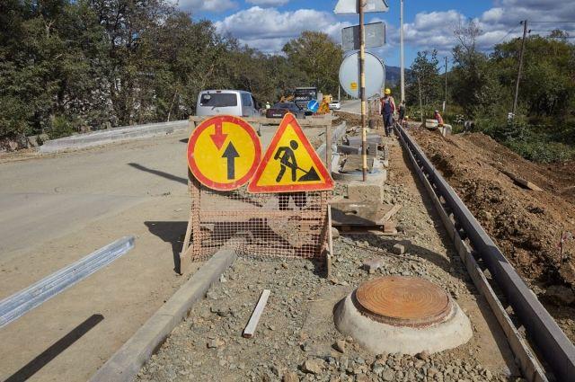 Ширина проезжей части составит порядка 8 метров, с каждой стороны дороги будет обустроен тротуар шириной 2,25 м.