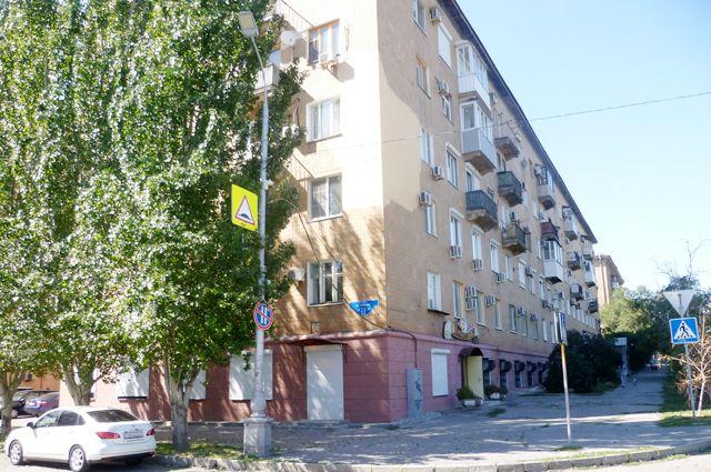 Жильцы возмущены, что их дом на улице Чуйкова захватила УК «Сириус».