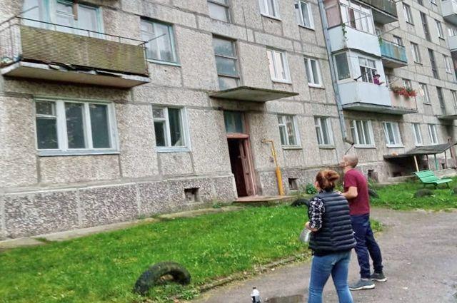 В доме занято всего несколько квартир, остальные пустуют.