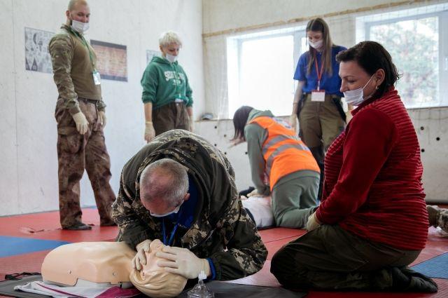 Волонтёров учат оказывать первую медицинскую помощь