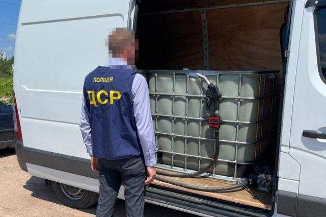 Делали некачественный бензин: в Житомирской области задержали преступников
