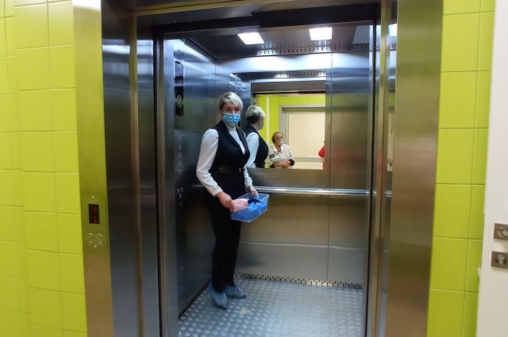 В шестиэтажном корпусе есть просторный лифт